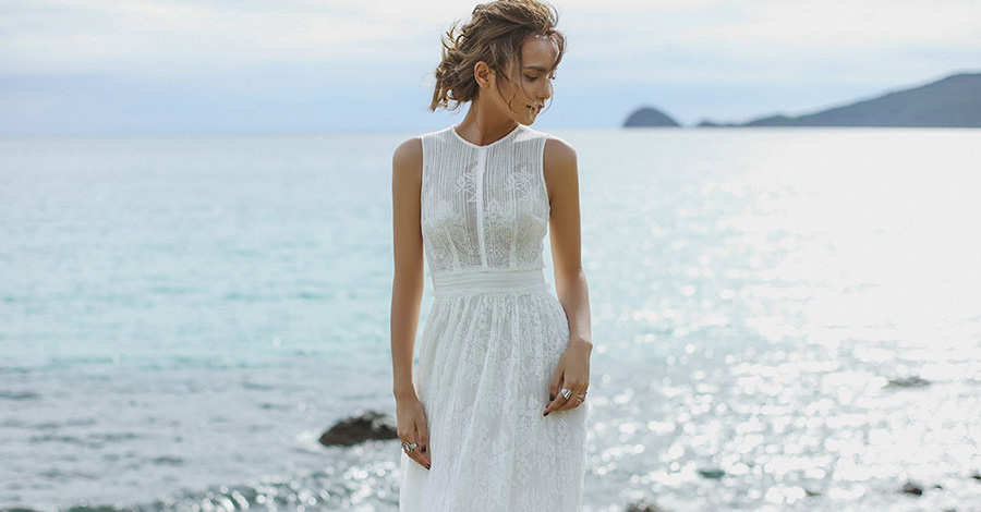Con Dao - Elegant White Dresses No.3